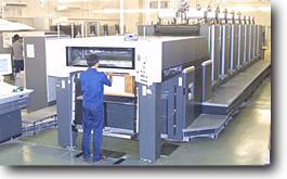 8色オフセット枚要印刷機(写真印刷本社工場)